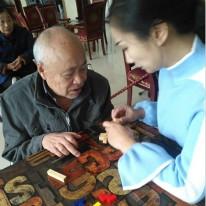 养老院防止老人跌倒的方法