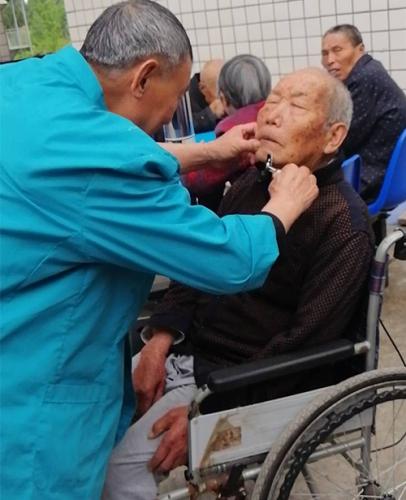 养老院如何充分将医疗护理相结合在一起