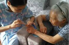 在老人的健康方面养老院的护理人员应该注意些什么?
