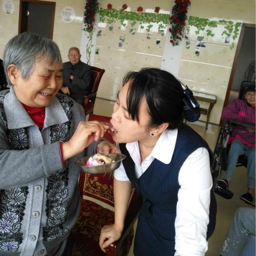 为什么现在越来越多的老年人不再反对住养老院呢?